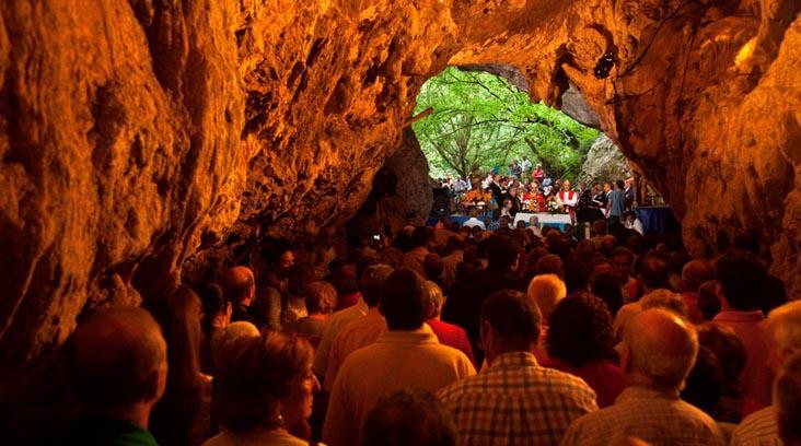 Cueva de San Pedrín en Narzana