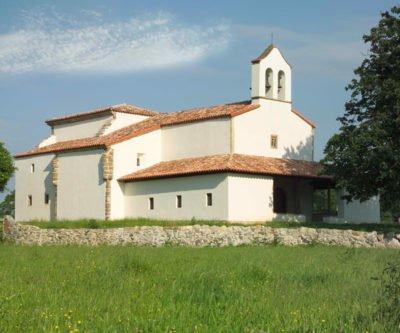 Iglesia de Santiago el Mayor, concejo de Sariegu, Asturias