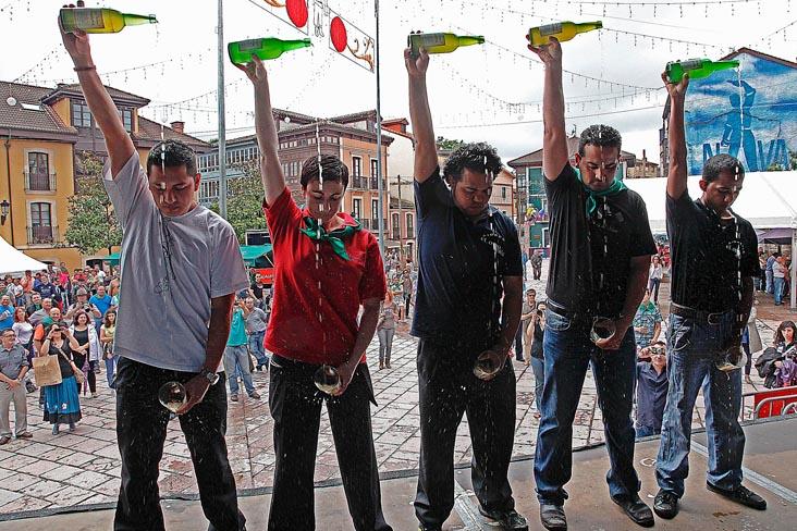 Imprescindible Festival de la sidra en Nava