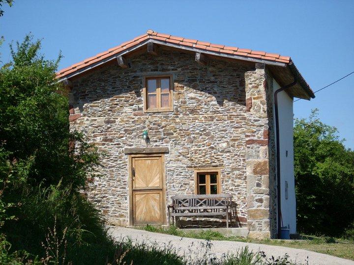C. Aldea La Cabaña de los Campos